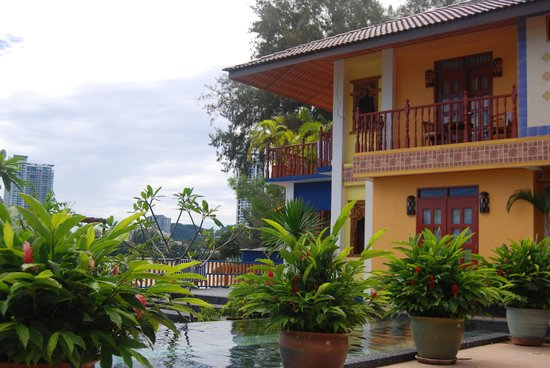 Lost Paradise Resort: Exterior of Deluxe rooms with sea and pool view.