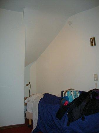 Amsterdam Wiechmann Hotel: Il letto sotto la scala... Tutti ti camminano sopra la testa!