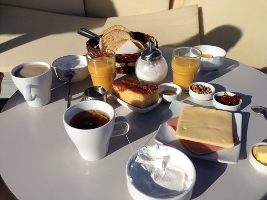 Rena's Rooms & Suites : Desayuno!