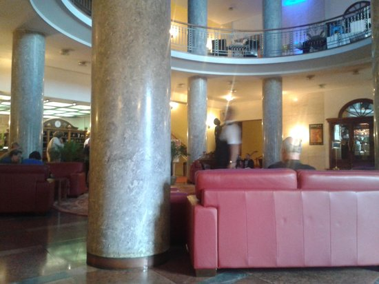 Danubius Hotel Gellert: The lobby is gaudy, but the rooms don't match. :)