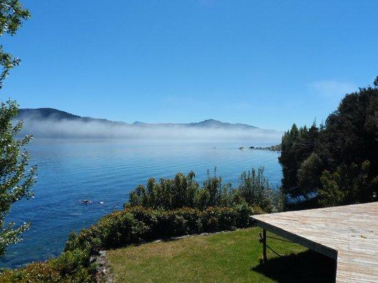 Apart Hotel Cabanas Balcon al Lago: Una mañana con las nubes sobre el Lago, disipándose