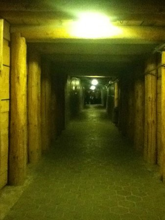 Cracow Saltworks Museum - Salt Mine Location: Corredores subterrâneos