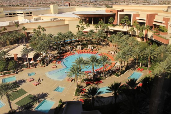 Red Rock Casino Resort & Spa : The pool view from my room