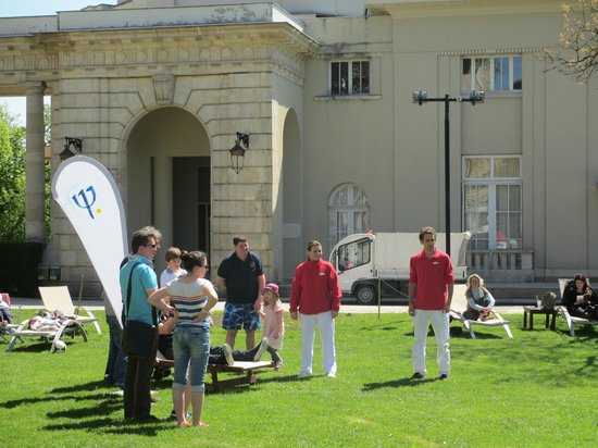 Club Med Vittel le Parc: GOs preparing an activity April 2013