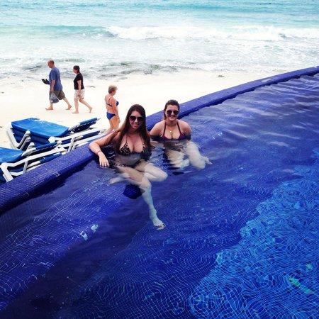 Hotel Riu Cancun: Piscina infinita