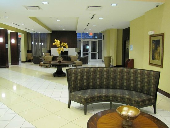 Holiday Inn Express Lexington-North Georgetown : Sitting area in main lobby