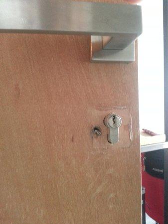 ELLA Bed: Front Door Lock