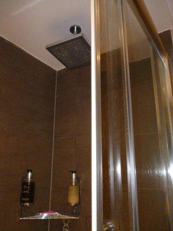Best Western Maitrise Hotel: μοντέρνο μπάνιο