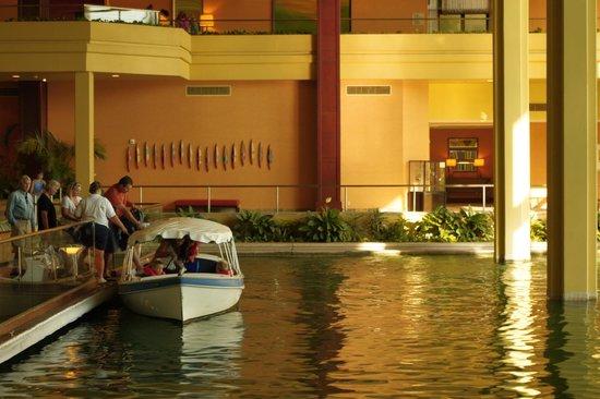 JW Marriott Desert Springs Resort & Spa: boat trip around grounds