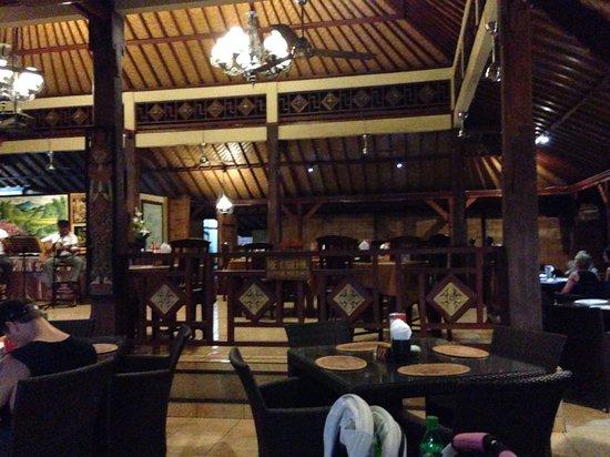 Kuta Puri Restaurant: Inside Kuta Puri