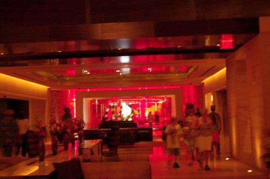 Red Rock Casino Resort & Spa : impressive red lobby