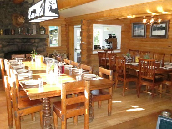 7D Ranch: Dining Room