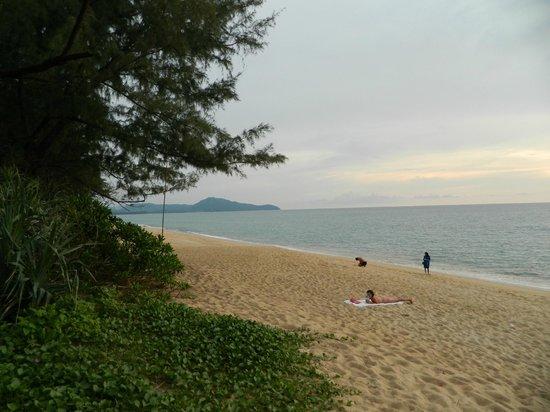 SALA Phuket Resort & Spa: ...beach