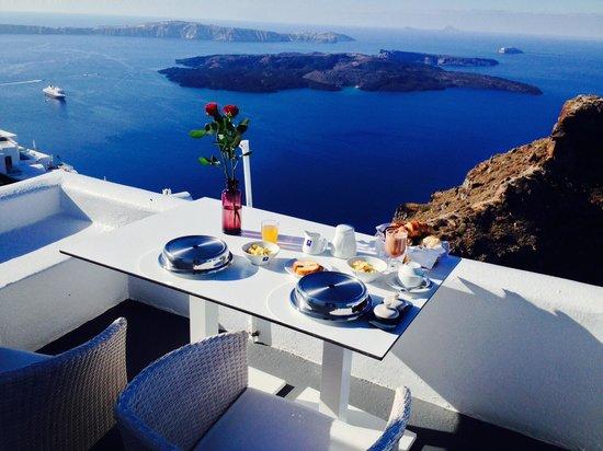 Astra Suites: Breakfast!!