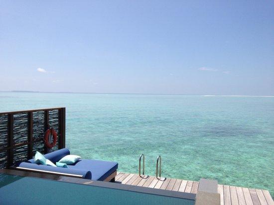 Four Seasons Resort Maldives at Landaa Giraavaru : Water villa