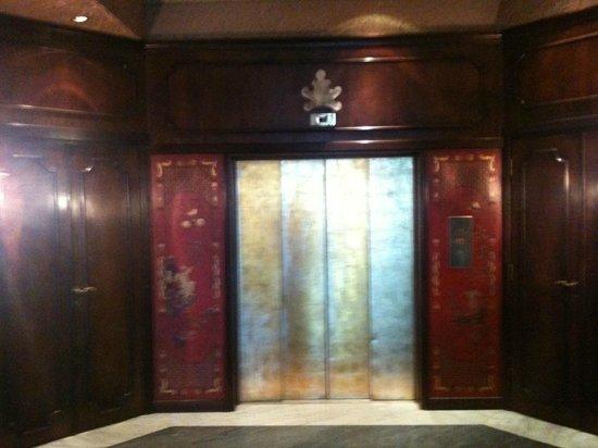 Bauer Palazzo: Palazzo entrance elevator