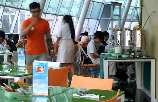 Harris Hotel & Conventions Festival CityLink Bandung: Suasana di ruang makan