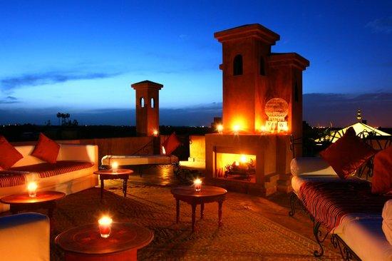 Riad Al Mendili Kasbah: Terrasse panoramique nuit