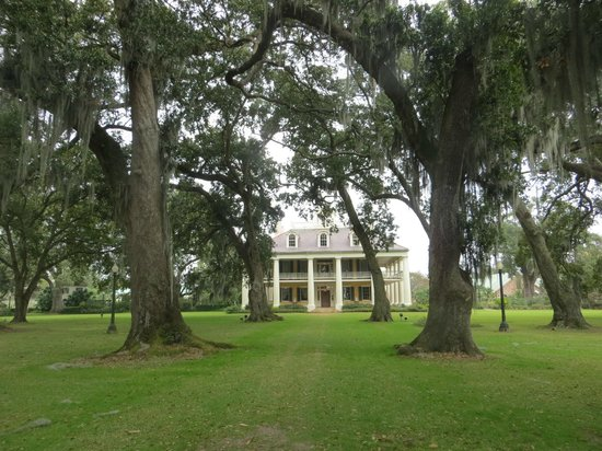 Houmas House Plantation and Gardens: At one time, the largest sugarcane plantation in America