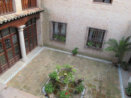 Hacienda del Cardenal: Courtyard View