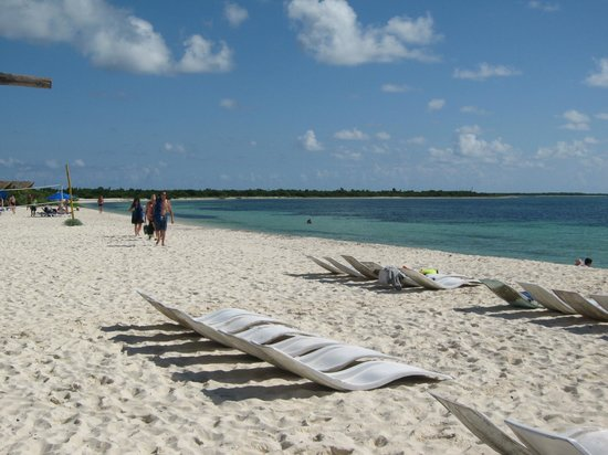 Nachi Cocom Beach Club & Water Sport Center: grab a seat and enjoy