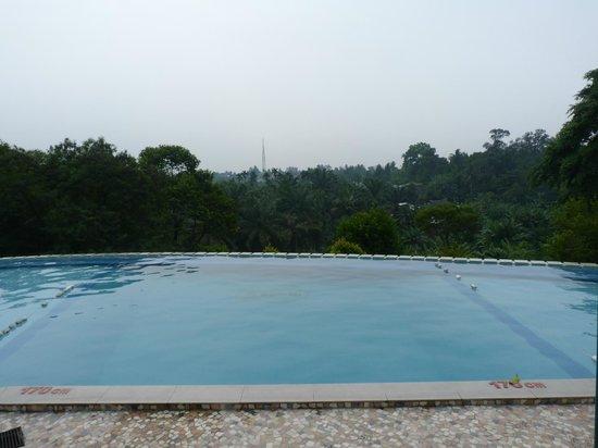 Hotel Deli River: Uitzicht van het zwembad uit de diepe deel v.h. zwembad