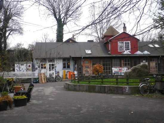 Morgenstedet : The building, the resto is on the left