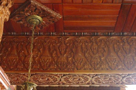 Okay 1 Villa: Lobby wooden ceiling