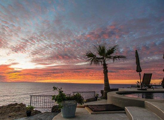 Arriba de la Roca: Sunset by the pool