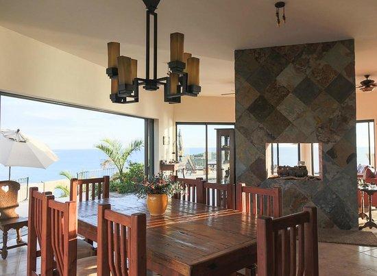 Arriba de la Roca: Indoor dining spot