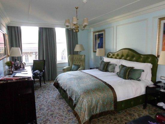 Taj Cape Town: Chambre et literie tout confort.