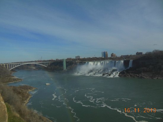 Niagara Falls: Al fondo, la parte americana de las cataratas