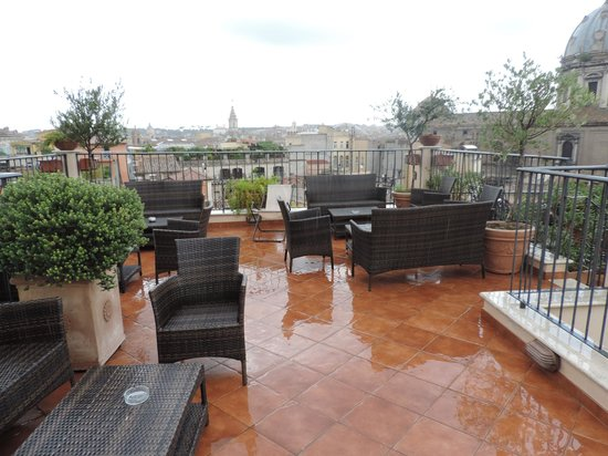 Boutique Hotel Campo de Fiori: the nice roof top is the place to be with a glass of wine at the end of the day.