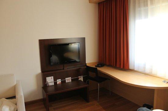 Ibis Olomouc Centre: Room