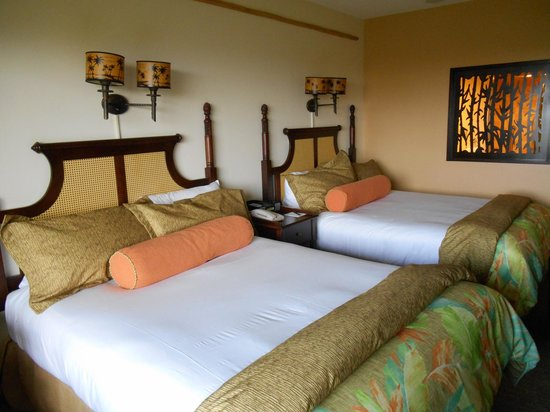 Loews Royal Pacific Resort at Universal Orlando : Comfy Queen Beds
