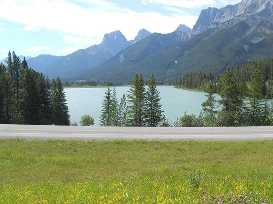 Canmore Nordic Centre Provincial Park: le nodic centre - vue sur le lac et les montagnes