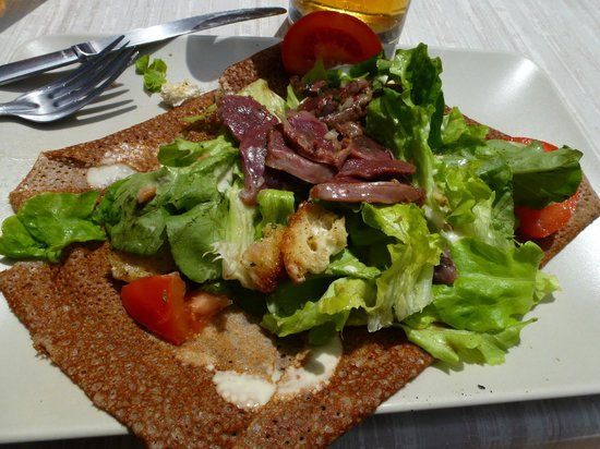 Hotel du Chateau: Goose gizzard salad in Sarlat