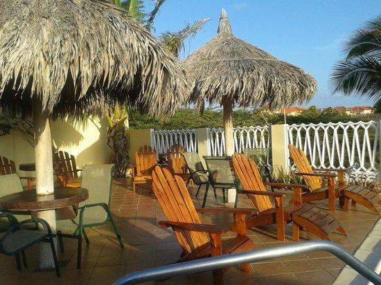 Aruba Cunucu Residence : piscine côté farniente