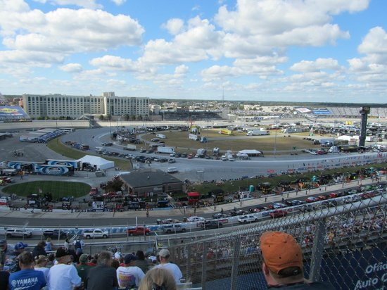 Dover International Speedway: The track