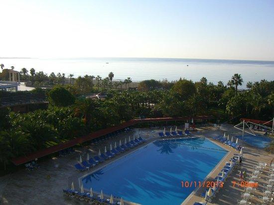 Miramare Queen Hotel: Pool und Meer