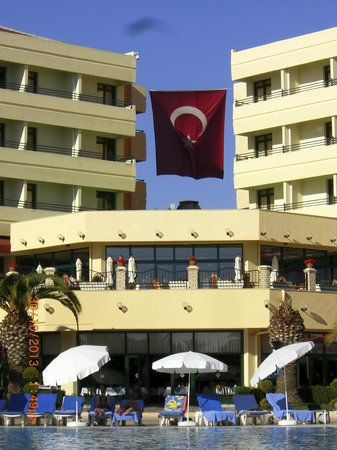 Miramare Queen Hotel: Restaurant unten-Aussenbar und Hotelgebäude