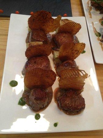 L'Entrepotes: a pièce de bœuf de l'Aubrac jus parfumé aux morilles, moelleux de pommes de terre aux champignon