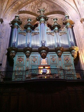 Cathedrale St. Sauveur: Organ rehearsal - moving and mesmerising