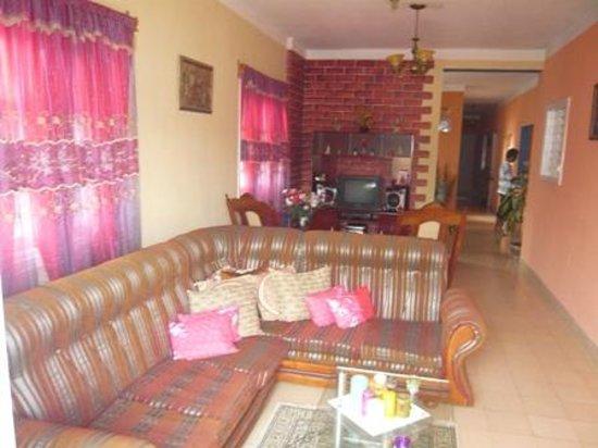 Hostal El Balcon: Living room in front