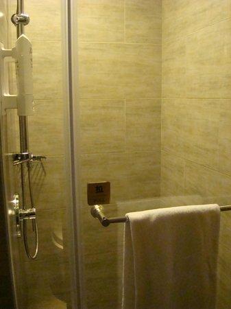 Park City Hotel-Luzhou Taipei : Shower room