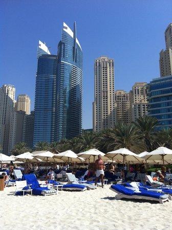 Hilton Dubai Jumeirah Beach : Вид на отель и пляж с моря