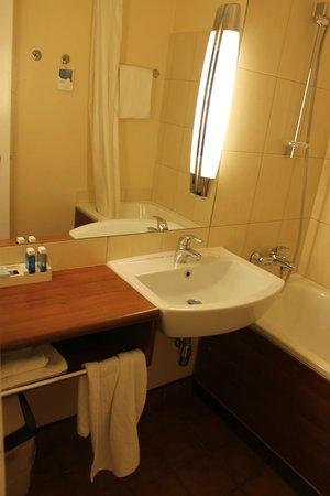 Novotel Wroclaw City: Bathroom