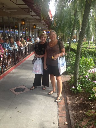 St. Armands Circle : sidewalk  by Colombia restaurant