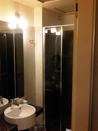 Mercure Milano Solari: Bathroom 1