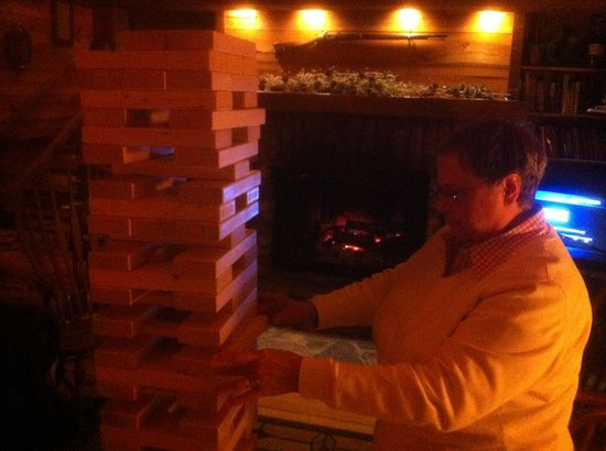 Antietam Overlook Farm: Worlds largest Jenga game in the common room!